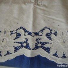 Antigüedades: SABANA CON BORDADO RECHELIEU PARA CAMA DE 90. Lote 109460219