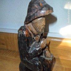 Antigüedades: HOMBRE FUMANDO - ESTATUA TALLA DE MADERA - LEER DESCRIPCION.... Lote 109468035