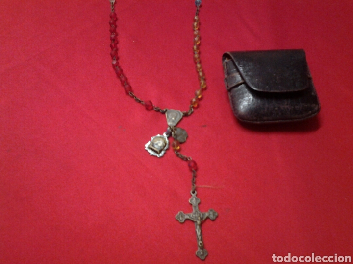 Antigüedades: Rosario antiguo de pedreria y con una medallita y un pequeño relicario - Foto 2 - 109495247