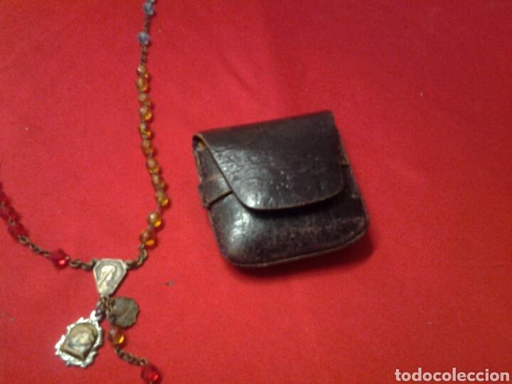 Antigüedades: Rosario antiguo de pedreria y con una medallita y un pequeño relicario - Foto 3 - 109495247
