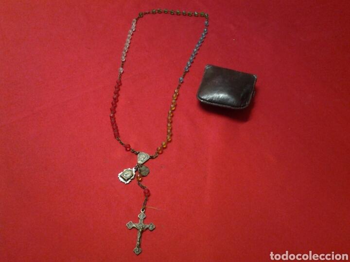 Antigüedades: Rosario antiguo de pedreria y con una medallita y un pequeño relicario - Foto 4 - 109495247