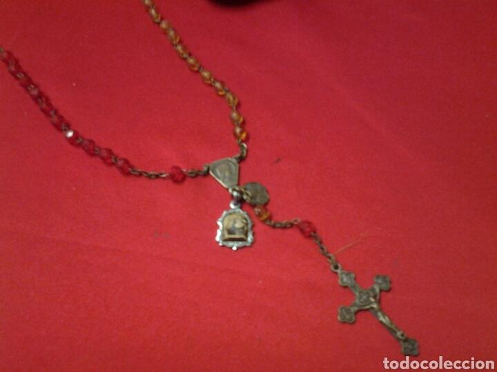 Antigüedades: Rosario antiguo de pedreria y con una medallita y un pequeño relicario - Foto 5 - 109495247