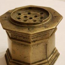 Antigüedades: SALVADERA OCTOGONAL SIGLO XVI-XVII DE BRONCE. SIN MARCAS. Lote 109500843