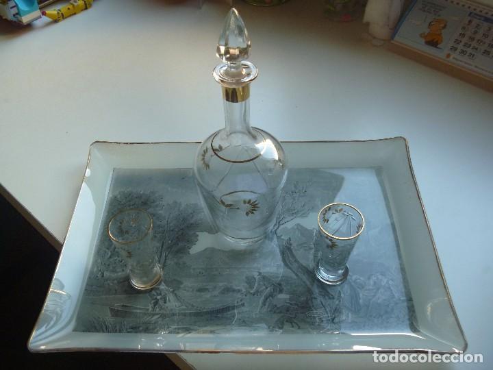 EXCLUSIVO JUEGO INGLÉS LICOR CRISTAL TALLADO CON DETALLES DE ORO BANDEJA CRISTAL LITOGRAFIADA ÚNICO (Antigüedades - Cristal y Vidrio - Inglés)