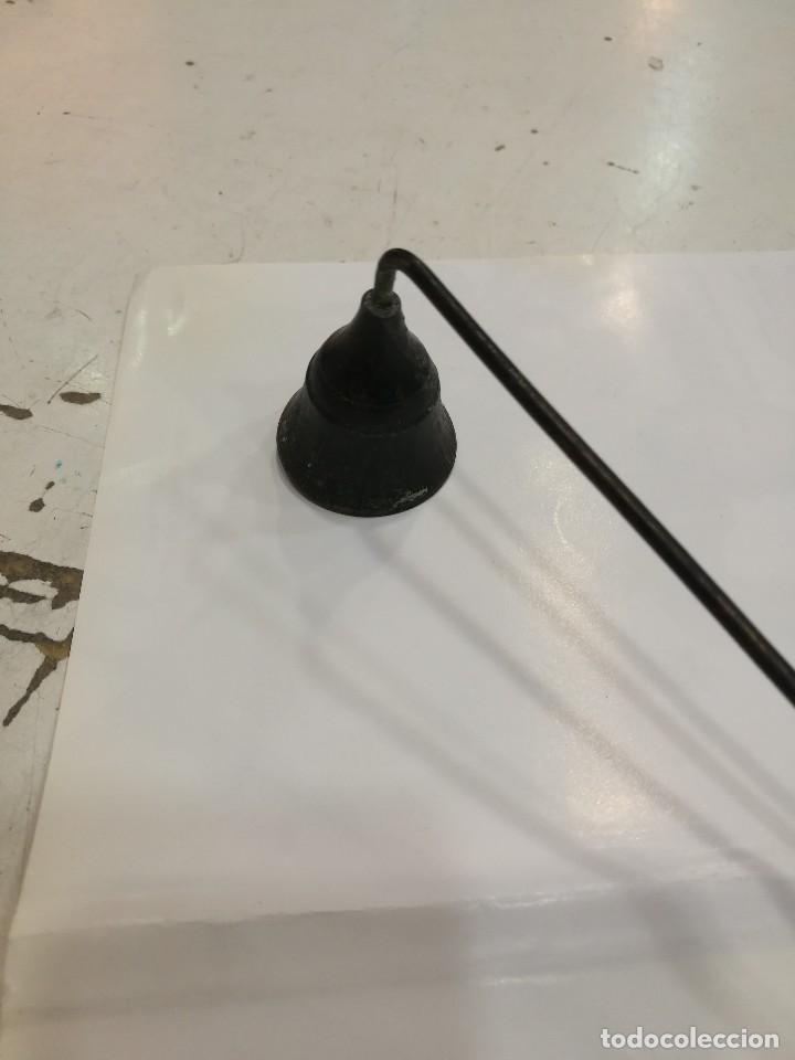 Antigüedades: Apaga velas isabelino de bronce - Foto 3 - 109589247