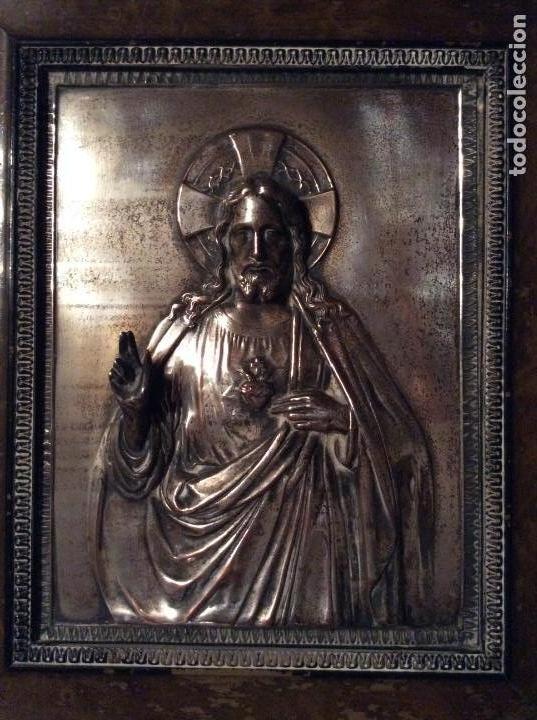 Antigüedades: ANTIGUA PLACA DE COBRE DEL SAGRADO CORAZÓN DE JESÚS EN RELIEVE Y CON BAÑO DE PLATA - Foto 2 - 109595351