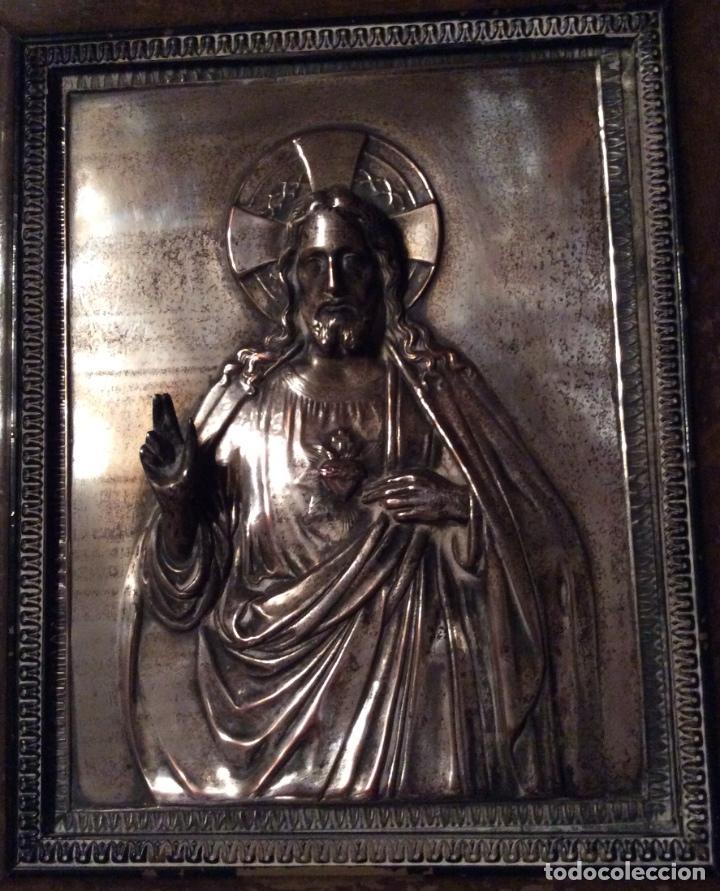 Antigüedades: ANTIGUA PLACA DE COBRE DEL SAGRADO CORAZÓN DE JESÚS EN RELIEVE Y CON BAÑO DE PLATA - Foto 4 - 109595351