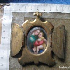 Antigüedades: PRECIOSA CAPILLA DE BRONCE CON IMAGEN DE LA MADONNA DE RAFAEL EN PORCELANA PINTADA A MANO. Lote 109740863