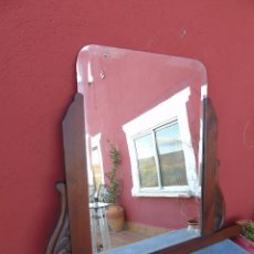 Antigüedades: ESPEJO ANTIGUO DE MADERA TALLADA, BISELADO. RESTAURADO.. Lote 109755519