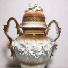 Antigüedades: JARRÓN DE PORCELANA. Lote 109996159