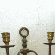 Antigüedades: ANTIGUO CANDELABRO PARED EN BRONCE S XIX APLIQUE PARA 2 VELAS. Lote 110014499