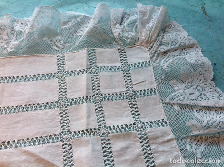 Antigüedades: Antiguo tapete bordado con encajes - Foto 3 - 110039756