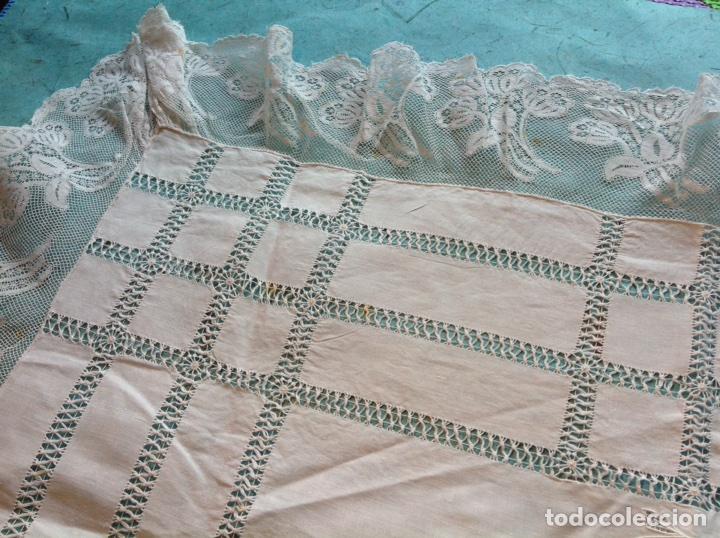 Antigüedades: Antiguo tapete bordado con encajes - Foto 4 - 110039756