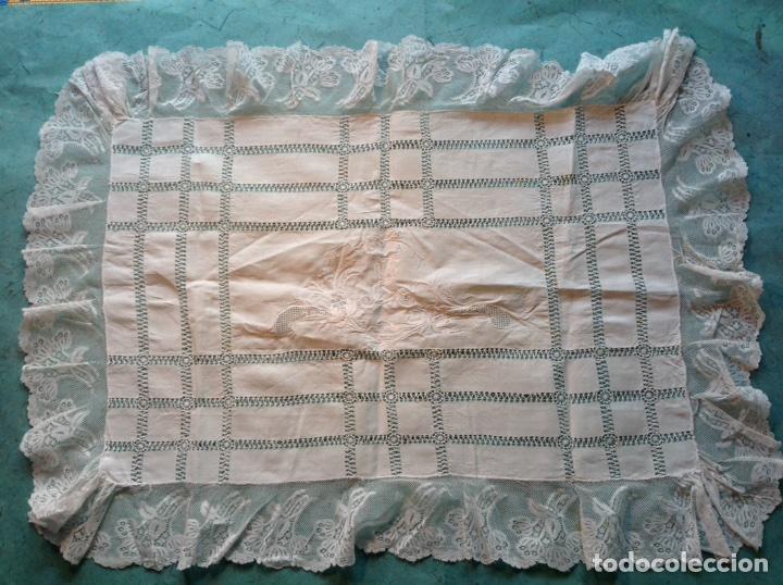 Antigüedades: Antiguo tapete bordado con encajes - Foto 6 - 110039756