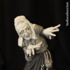 Antigüedades: BRUJA EN AUTÉNTICA PORCELANA ALGORA DOCUMENTADA. PIEZA RARA EN PERFECTO ESTADO.. Lote 110055399