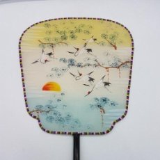 Antigüedades: PRECIOSO PAYPAY ANTIGUO PINTADO A MANO EN JAPÓN CON MOTIVOS GRUYAS SURCANDO EL CIELO.. Lote 110094639
