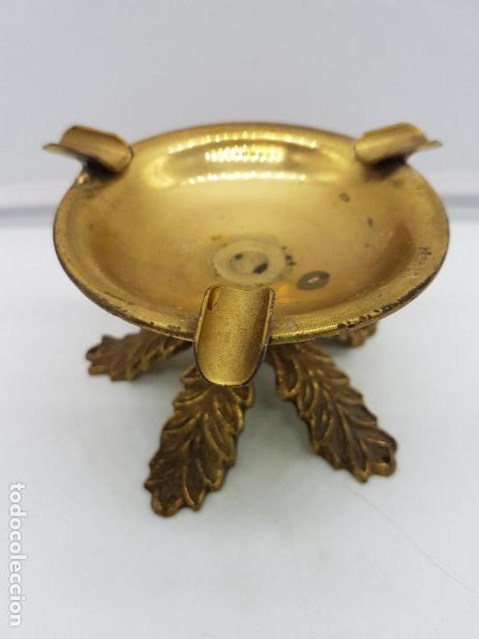 ORIGINAL CENICERO ANTIGUO DE BRONCE CON FORMA DE COPA ESTILO IMPERIO. (Antigüedades - Hogar y Decoración - Ceniceros Antiguos)
