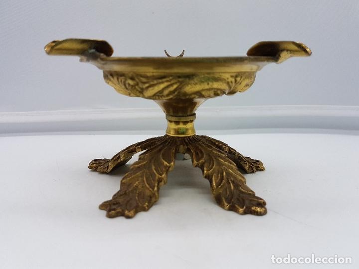 Antigüedades: Original cenicero antiguo de bronce con forma de copa estilo imperio. - Foto 3 - 131526583