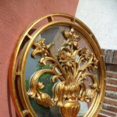 Antigüedades: ROSETÓN CON ESPEJO Y DECORACIÓN FLORAL EN PAN DE ORO. Lote 110130615