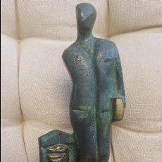 Antigüedades: ESCULTURA FARMACEUTICO EN BRONCE CON BASE DE MARMOL. Lote 122469187