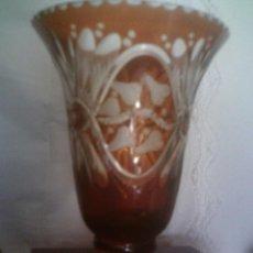 Antigüedades: MAGNIFICO JARRON DE CRISTAL CHECO-BOHEMIA TALLADO, MIDE 23CM. DE ALTO. Lote 116152807
