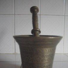 Antigüedades: GRAN ALMIREZ MARROQUÍ DE BRONCE DEL SIGLO XVIII EN FORMA DE COPA CON DECORACIÓN INCISA.. Lote 110168279