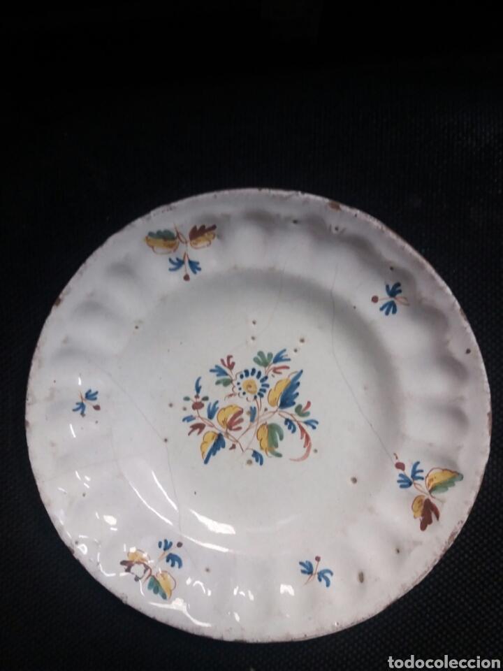Antigüedades: Plato de ceramica de Alcora - Foto 4 - 28560452