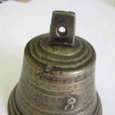 Antigüedades: CAMPANA DE BRONCE Nº 8 MIDE 9 DE ALTO Y 9 DIÁMETRO DE BOCA. Lote 110196611