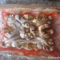 Antigüedades: PAREJA DE FLORON DE ALTAR RETABLO TALLADO EN MADERA XVII POLICROMIA Y ORO DE ORIGEN. Lote 110225047