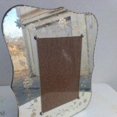 Antigüedades: ANTIGUO MARCO PARA FOTOS EN CRISTAL VENECIANO TALLADO. Lote 110245303