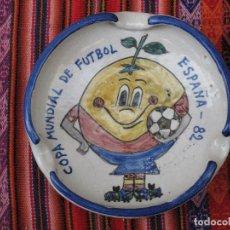 Antigüedades: CENICERO EN CERAMICA DE TALAVERA - COPA MUNDIAL DE FUTBOL ESPAÑA 82. NARANJITO.. Lote 110252731