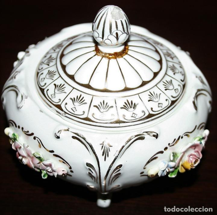 AZUCARERO DE PORCELANA CON DECORACIONES FLORALES - MESTRE (Antigüedades - Porcelanas y Cerámicas - Otras)