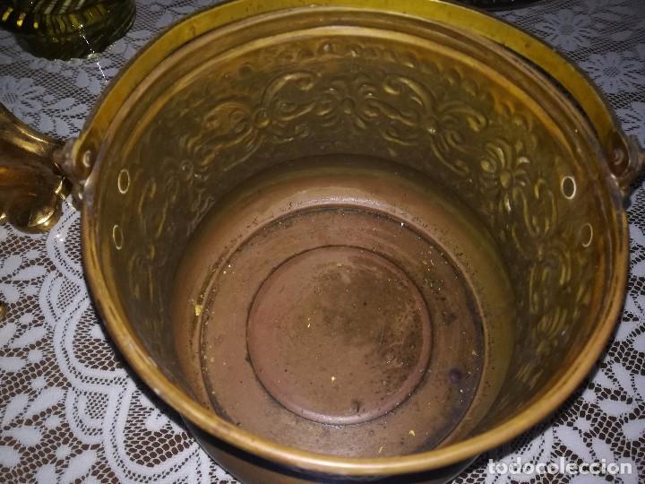 Antigüedades: Precioso caldero de latón repujado medidas 21,5x20cm miren fotos - Foto 3 - 110256747