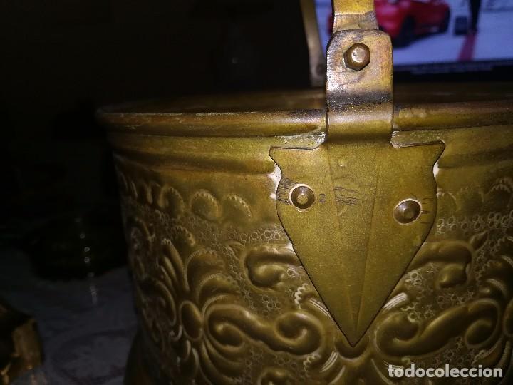 Antigüedades: Precioso caldero de latón repujado medidas 21,5x20cm miren fotos - Foto 4 - 110256747
