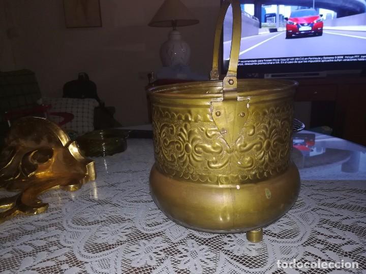Antigüedades: Precioso caldero de latón repujado medidas 21,5x20cm miren fotos - Foto 10 - 110256747