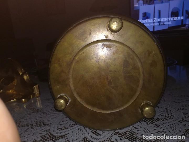 Antigüedades: Precioso caldero de latón repujado medidas 21,5x20cm miren fotos - Foto 12 - 110256747