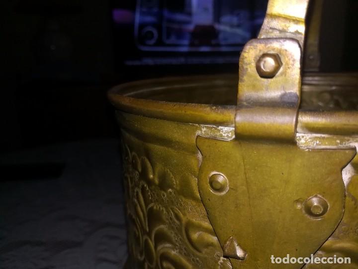 Antigüedades: Precioso caldero de latón repujado medidas 21,5x20cm miren fotos - Foto 14 - 110256747