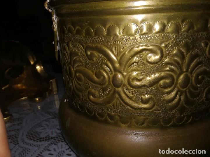 Antigüedades: Precioso caldero de latón repujado medidas 21,5x20cm miren fotos - Foto 15 - 110256747