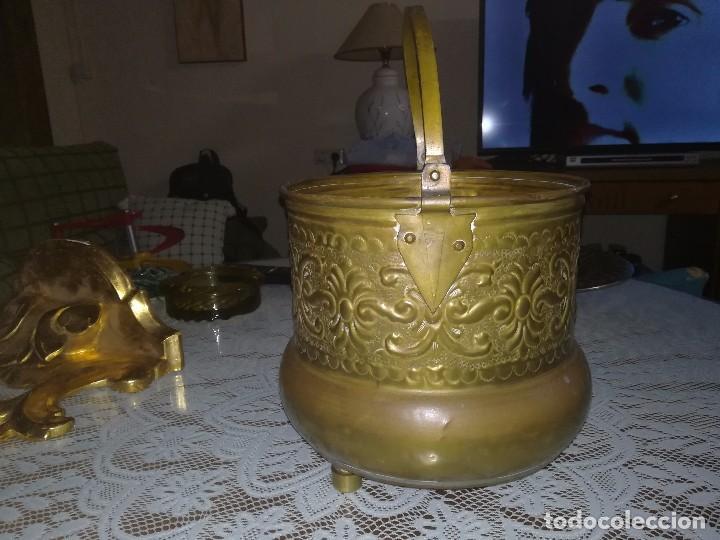 Antigüedades: Precioso caldero de latón repujado medidas 21,5x20cm miren fotos - Foto 16 - 110256747
