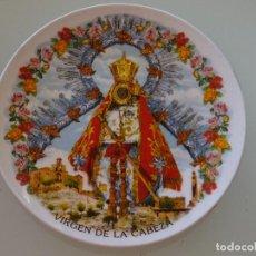 Antigüedades: PLATO RECUERDO SOUVENIR DE CERÁMICA. VIRGEN DE LA CABEZA, ANDÇUJAR, JAEN. 15 CM. 180 GR. Lote 110262491