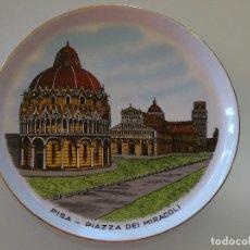 Antigüedades: PLATO RECUERDO SOUVENIR DE CERÁMICA. PISA, PLAZA DEL MILAGRO. ITALIA. 19 CM. 320 GR. Lote 110263019