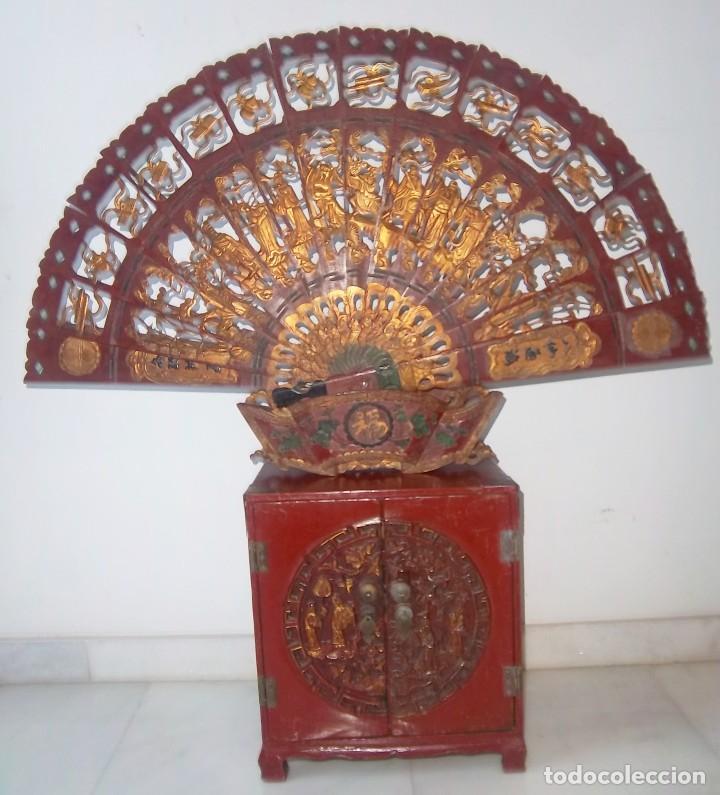 Antigüedades: CONJUNTO ORIENTAL, SIGLO XIX, MUEBLE CABINETE O JOYERO, Y ABANICO CON BASE EN MADERA TALLADA - Foto 3 - 110275495