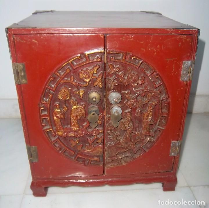 Antigüedades: CONJUNTO ORIENTAL, SIGLO XIX, MUEBLE CABINETE O JOYERO, Y ABANICO CON BASE EN MADERA TALLADA - Foto 11 - 110275495