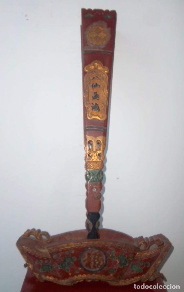 Antigüedades: CONJUNTO ORIENTAL, SIGLO XIX, MUEBLE CABINETE O JOYERO, Y ABANICO CON BASE EN MADERA TALLADA - Foto 15 - 110275495