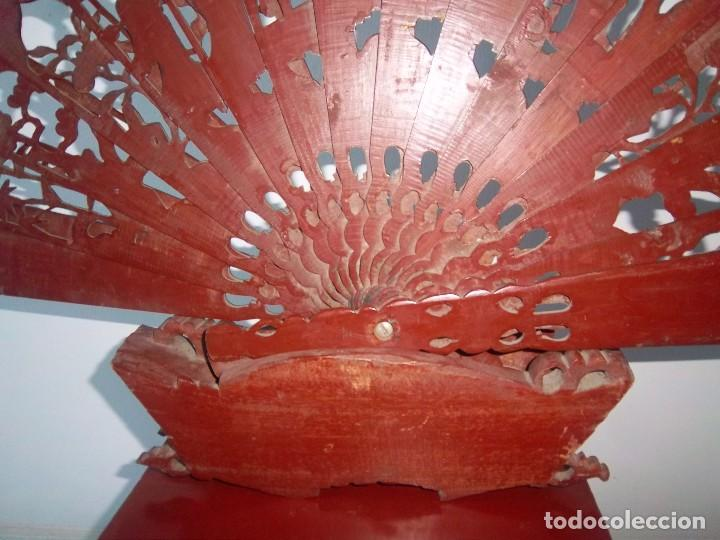 Antigüedades: CONJUNTO ORIENTAL, SIGLO XIX, MUEBLE CABINETE O JOYERO, Y ABANICO CON BASE EN MADERA TALLADA - Foto 18 - 110275495