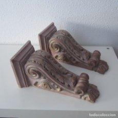 Antigüedades: PAREJA DE MENSULAS DE ESCAYOLA POLICROMADA. Lote 110297807