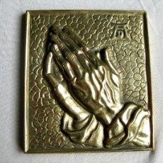 Antigüedades: PORTAPAZ BRONCE MANOS DIVINAS 340 GRS 12 X 10,5 CMS PERFECTA. Lote 109337951