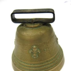 Antigüedades: CAMPANA DE BRONCE FLOR DE LYS, 8 CMS DE ALTURA Y 8 CMS DE BOCA. Lote 109451355