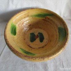 Antigüedades: ANTIGUO CUENCO CERAMICA CATALANA 26 CM. Lote 110359467