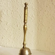 Antigüedades: CAMPANILLA DE PLATA CON MANGO DE BRONCE SIGLO XVIII-XIX. Lote 110416771